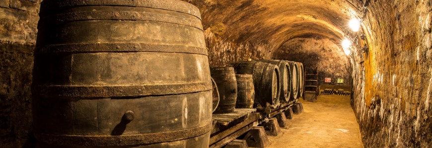 opbevaring af olier - whiskey fade i kælder