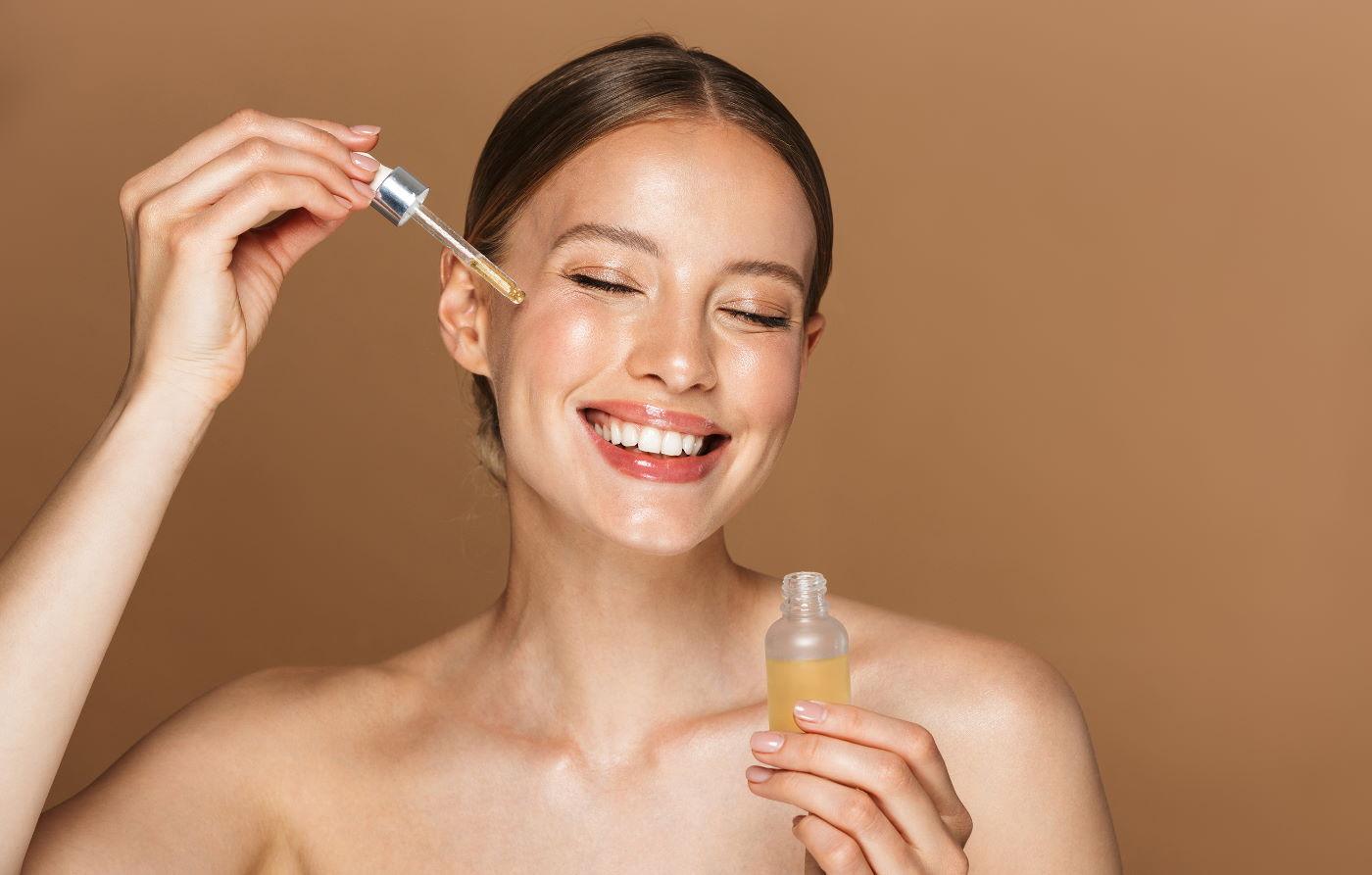olie rensemetoden - kvinde med olie ansigt